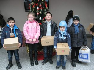 arm-children-relief-boxes