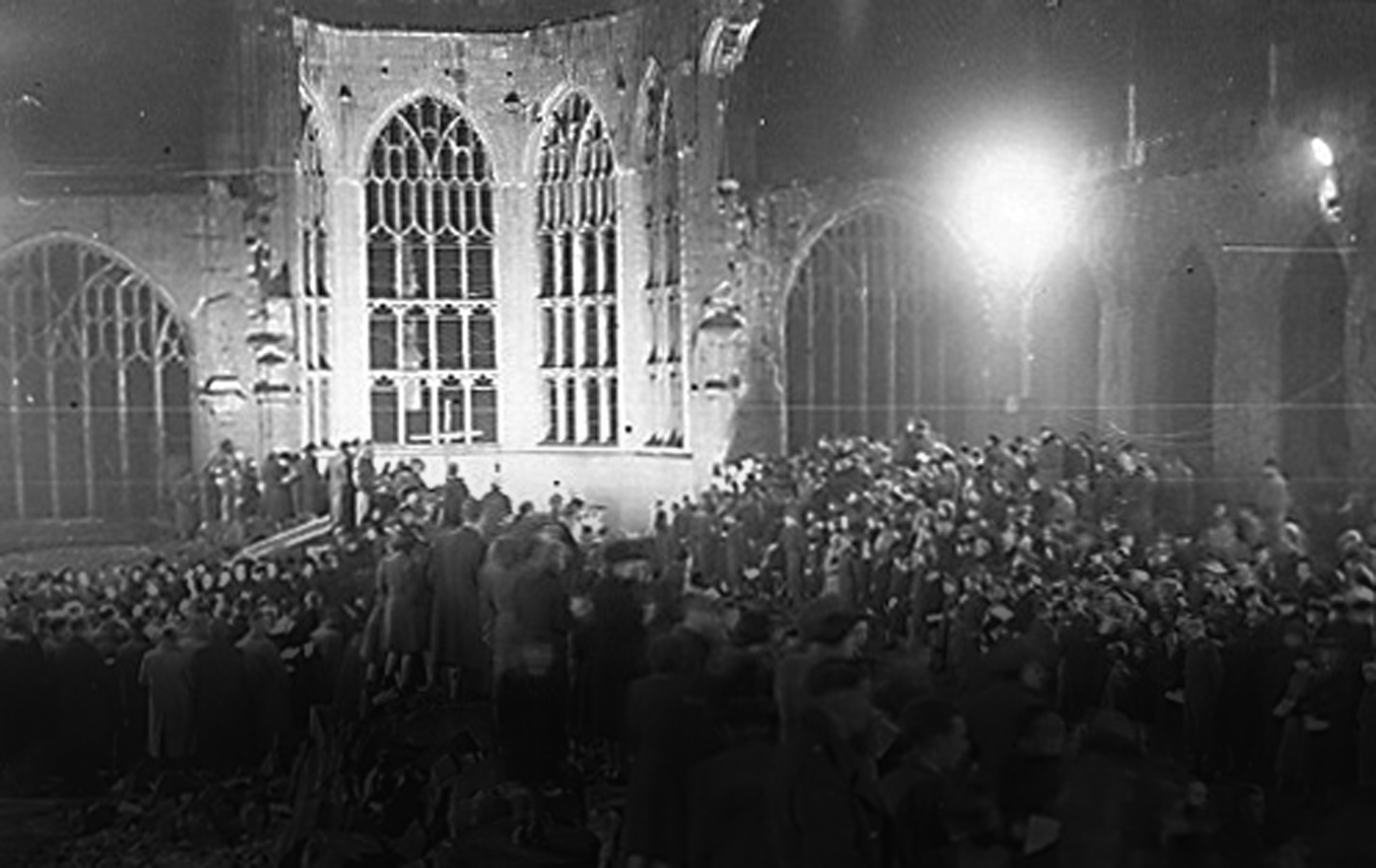 the-destroyed-coventry-cathedral2
