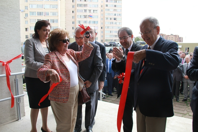Bilezikians ribbon cutting